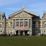 """Que peut-on trouver sur le """"het Museumplein"""" d'Amsterdam?"""