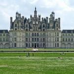 Qui fit construire le château de Chambord?