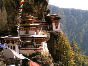 Tigernest_(Taktsang)-Kloster_in_Bhutan