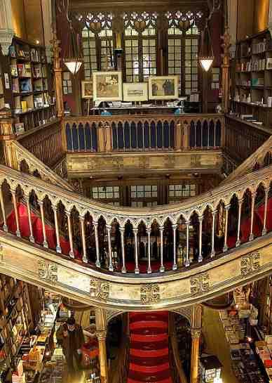Librairie Lello & Irmao à Porto, la cathédrale du livre ? | AbcVoyage - Avion hôtel séjour pas cher