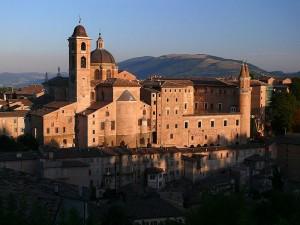 Urbino_Palais_Ducal_les_marches_wikimedia